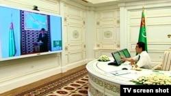 Президент Туркменистана Гурбангулы Бердымухамедов регулярно прибегает к практике дистанционных совещаний с членами правительства по видео связи.