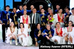 Участники ледового шоу «Денис Тен и его друзья. Олимпийская энергия» в Алматы.