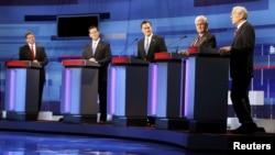 Слева - направо: Рик Перри, Рик Санторум, Митт Ромни, Ньют Гингрич и Рон Пол. Явного фаворита пока нет.