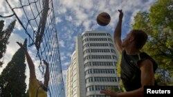 Loja e volejbollit në rrugë