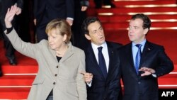 German Chancellor Angela Merkel, French President Nicolas Sarkozy and Russian President Dmitry Medvedev were expected to discuss European security questions at their summit in Deauville, France.
