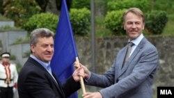 Претседателот Ѓорге Иванов и евроамбасадорот Аиво Орав.