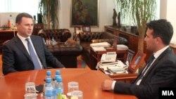 Средба на премиерот Никола Груевски со новиот лидер на СДСМ Зоран Заев на 6 јуни 2013 година.