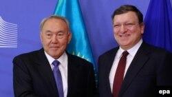Казакстандын президенти Нурсултан Назарбаев жана Еврокомиссиянын президенти Жозе Мануэл Баррозу.