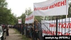 Суд по делу обвиняемого в коррупции экс-мэра Бишкека, депутата ЖК Наримана Тюлеева, Бишкек, 25 июня 2012 года.