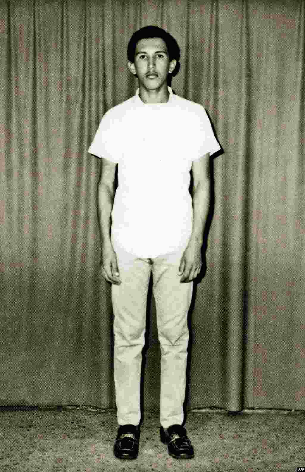 Hugo Chavez hərbi akademiyada. Karacas 1971