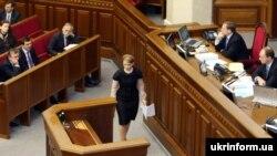 До трибуни прямує Юлія Тимошенко, 29 жовтня 2008 р.
