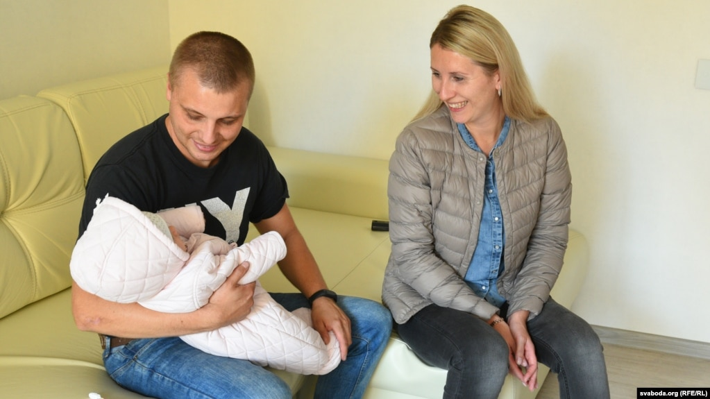 Ирина и Артем Грекова с шестимесячной дочерью Валерией