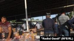 Рынок города Исфары