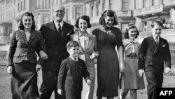 Джон Кеннеді: життя у фотографіях