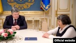 Президент України Петро Порошенко та Марія Савченко (фото архівне)