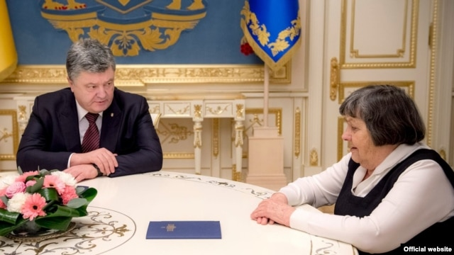 Беседа Порошенко с матерью Надежды Савченко 4 марта