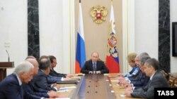 Владимир Путин ХIинкъигьечIолъи цIуниялъул Шураялъул данделъиялда, Москва, 04Сен2013.