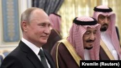 Қирол Салмон Путинни кутиб олиш маросимида.