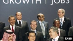 Heads of state pose at the G20 summit in London