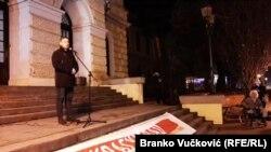 """""""Građani ne smeju više da ćute i žive u porobljenoj Srbiji"""", rekao je Aleksić."""