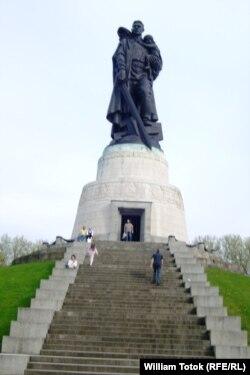 Monumentul sovietic, Berlin, Treptow