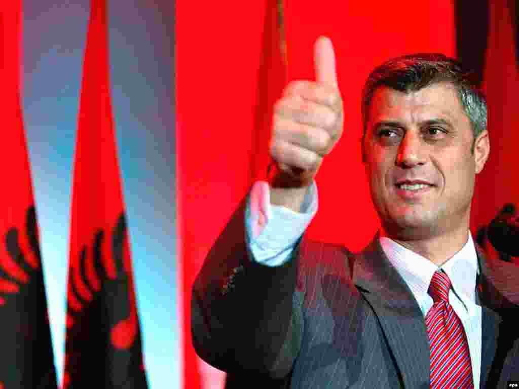 Kosovo -- Hashim Thaci, leader of Democratic Party of Kosovo (PDK), after winning Kosovo's general elections in Pristina, 18Nov2007 - 18 листопада, 2007, Приштіна, Косово: лідер демократичної партії Косова Гашім Тачі після перемоги на виборах. Колишній ватажок Косовської армії визволення, Тачі став пем'єр - міністром Косова.