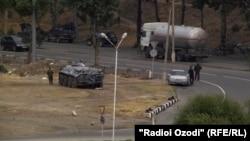 Dushanbega kirish militsiya postlaridan biri