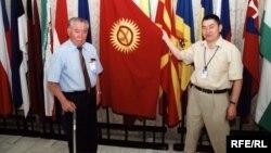 Тынчтыкбек Чоротегин Азамат Алтай менен. Прага, 5-июнь, 2003-жыл