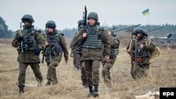 Курсанти військової академії Національної гвардії під час їх навчання недалеко від Харкова. Березень 2015 року. Ілюстраційне фото