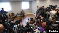 Armenia - Opposition leader Nikol Pashinian holds a news conference in Yerevan, 27 April 2018.
