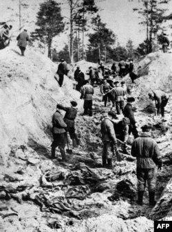 СССР пытался убедить мир в том, что в Катыни поляков расстреливали немцы