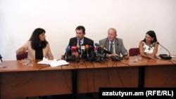 Վենետիկի հանձնաժողովի անդամները հանդիպում են լրագրողներին, Երևան, 25-ը օգոստոսի, 2015թ.