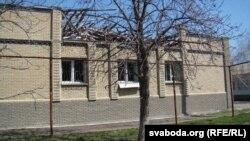 Станічны будынак пасьля абстрэлу (фота Сяргея Целіжэнкі)