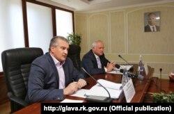Глава Криму Сергій Аксьонов (ліворуч) і ректор КФУ Сергій Донич