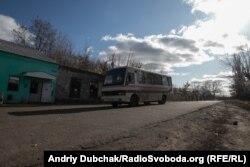 Волонтери кажуть, що із Золотого-4 проблемно дістатися до міст Луганщини
