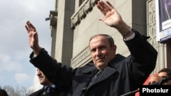 Armenia – Opposition leader Levon Ter-Petrosian greets supporters at a rally in Yerevan, 1Mar2014.