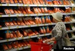 Рыбный отдел одного из московских супермаркетов. Европейской продукции здесь теперь не найти
