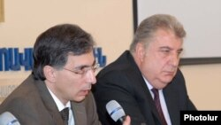 Armenia -- Finance Minister Tigran Davtian (L) at a news conference in Yerevan, 31 March 2010.