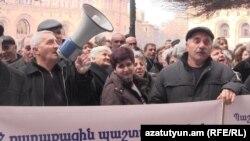 Նաիրիտցիների ցույցը Կառավարության շենքի մոտ, 20-ը փետրվարի, 2015թ.