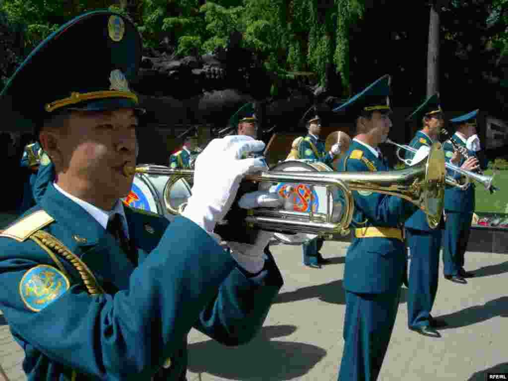 День Победы в Алматы #9
