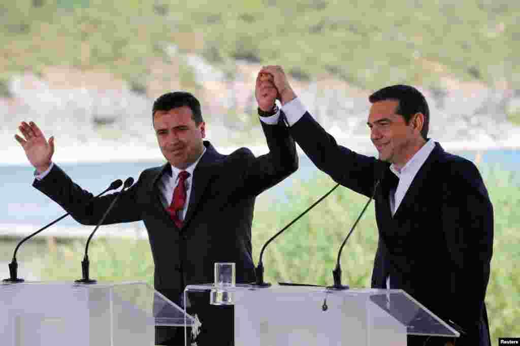 МАКЕДОНИЈА / ГРЦИЈА - Договорот од Преспа ќе добие широко мнозинство кога ќе дојде на гласање во грчкиот парламент, изјави спикерот на грчкиот законодавен дом Никос Вуцис за грчкото радио Реал ФМ.Тој рече оти верува дека македонското прашање и договорот од Преспа ќе има пошироко мнозинство во Парламентот од она што се претпоставува.