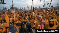 معترضان ضد حکومت عمران خان صدراعظم پاکستان