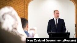 Британ канзаадасы Уильям Аль-Нур мечитинде сүйлөп жатат. Жаңы Зеландия, Крайстчөрч шаары. 26-апрель, 2019--жыл.