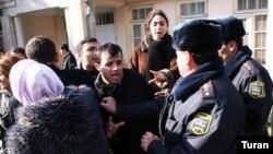 AXCP gəncləri ilə polis arasında insident (arxiv fotosu)