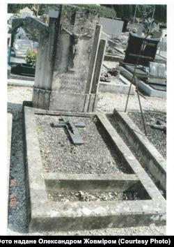 Могила Андре Гречановського у Франції