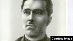 Левон Мирзоян (1896-1939 жж.) Қазақстан президенті архиві мен Қазақстандағы Армения елшілігі 2001 шығарған құжаттар мен материалдар жинағындағы суреті.