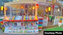 Bayquş Küçə Kafe-Kitabxanası