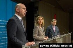Pavel Filip și eurocomisarii Federica Mogherini și Johahnes Hahn