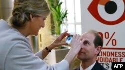 استفاده از تلفن هوشمند برای بیناییسنجی