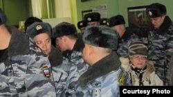 """""""Карусель"""" менен добуш берген полициячылар"""