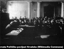 Odlukom Hrvatskog sabora na sednici 29. oktobra 1918. godine raskinute su sve državnopravne veze Kraljevine Hrvatske, Slavonije i Dalmacije s Kraljevinom Ugarskom i Carevinom Austrijom i proglašeno pristupanje Kraljevini Slovenaca, Hrvata i Srba.