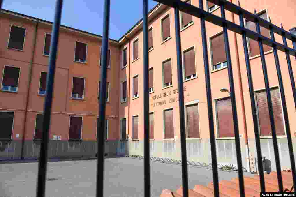 Закрытая на карантин школа в Кодоньо