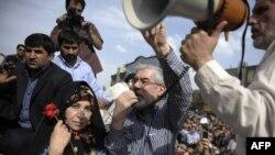 میرحسین موسوی در راهپیمایی ۲۵ خرداد در تهران