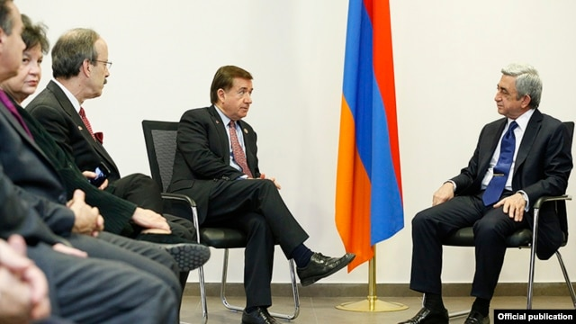 Armenia - President Serzh Sarkisian (R) meets with Ed Royce (C) and other visiting members of the U.S. Congress, Yerevan, 24Apr2014.